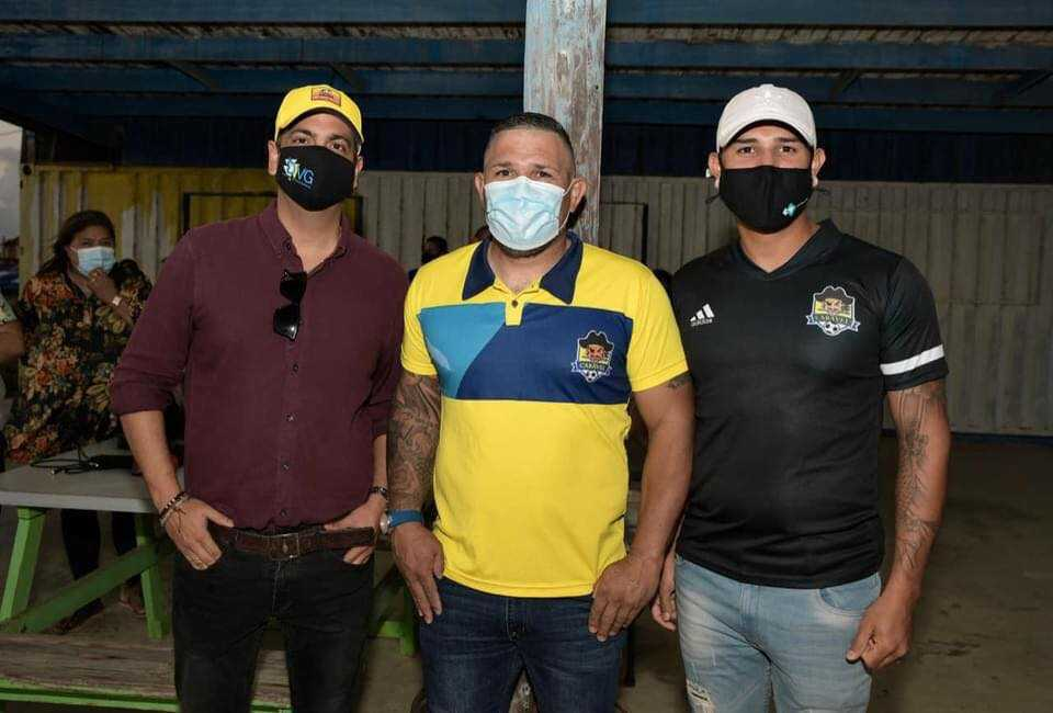 Minister Dangui Oduber a cende oficialmente e luznan na veld di Independiente Caravel