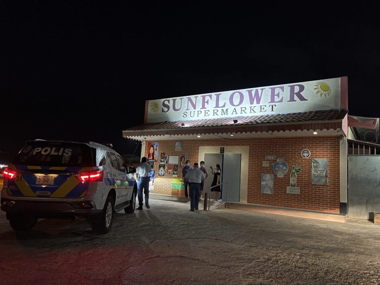 Cuater homber a atraca Sunflower Supermarket