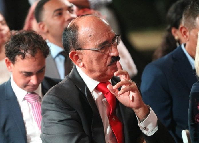 Ex Prome Minister Nelson Oduber: Mester flexibilisa nos maneho pa por sali afo!