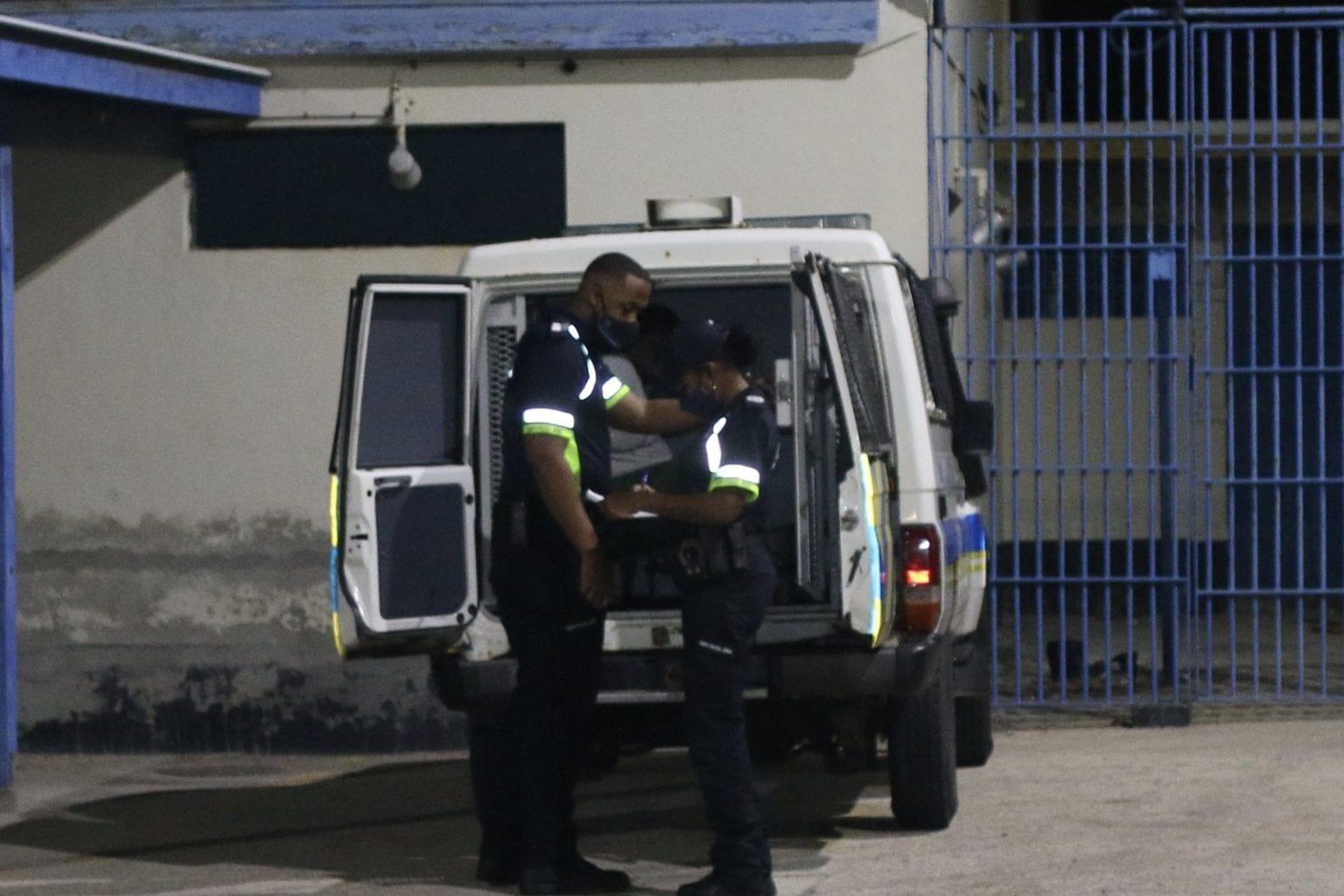 Pelea a termina den detencion y bishita na ImSan