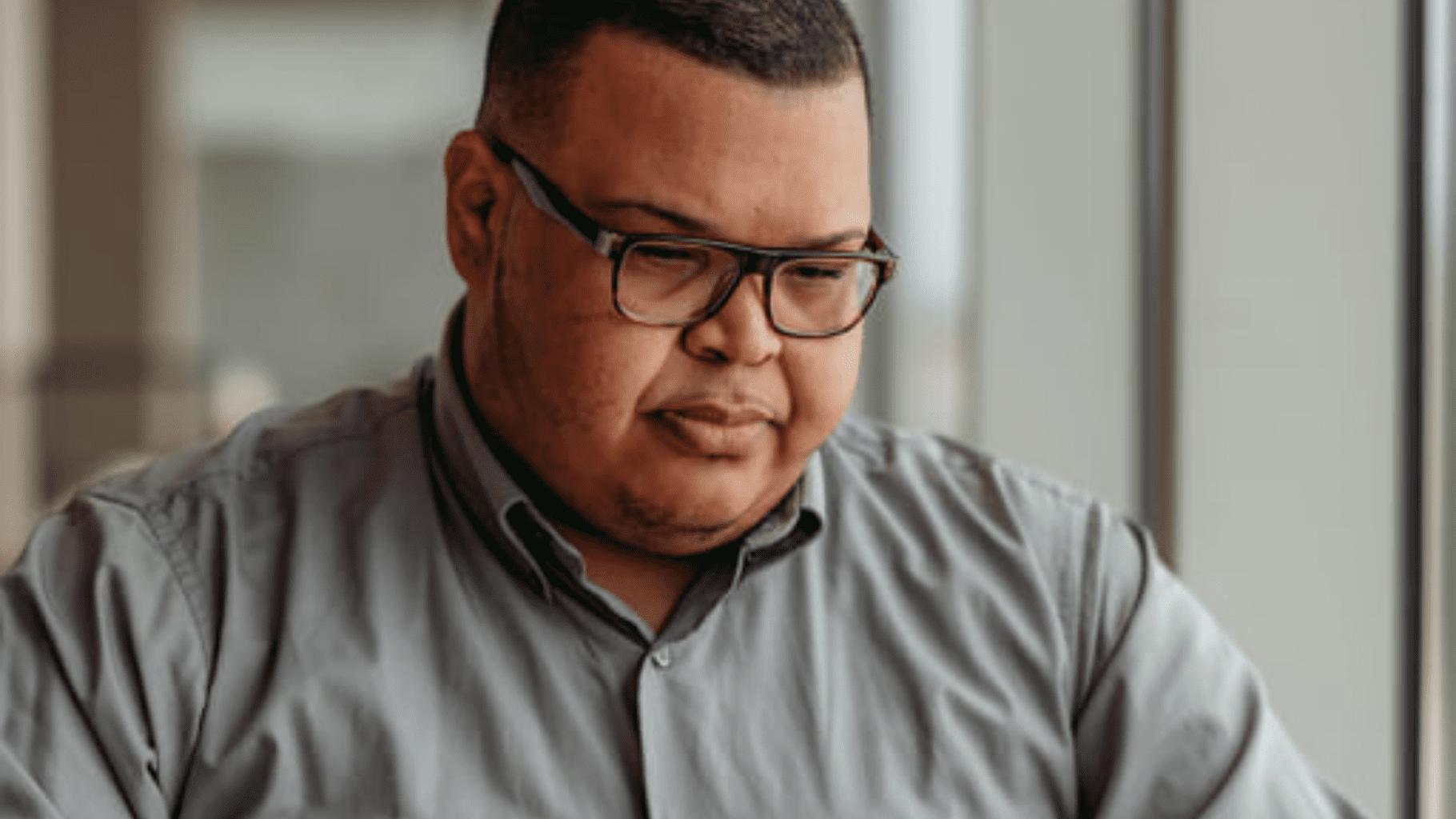 Cristian Soto Garcia: Pone tur carta riba mesa