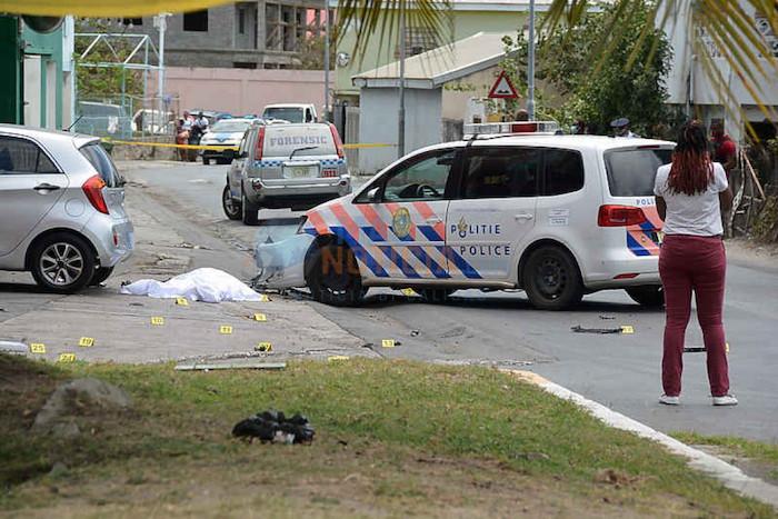 Persecucion formal tras di atracadornan riba joyeria na St Maarten y polis a los varios tiro