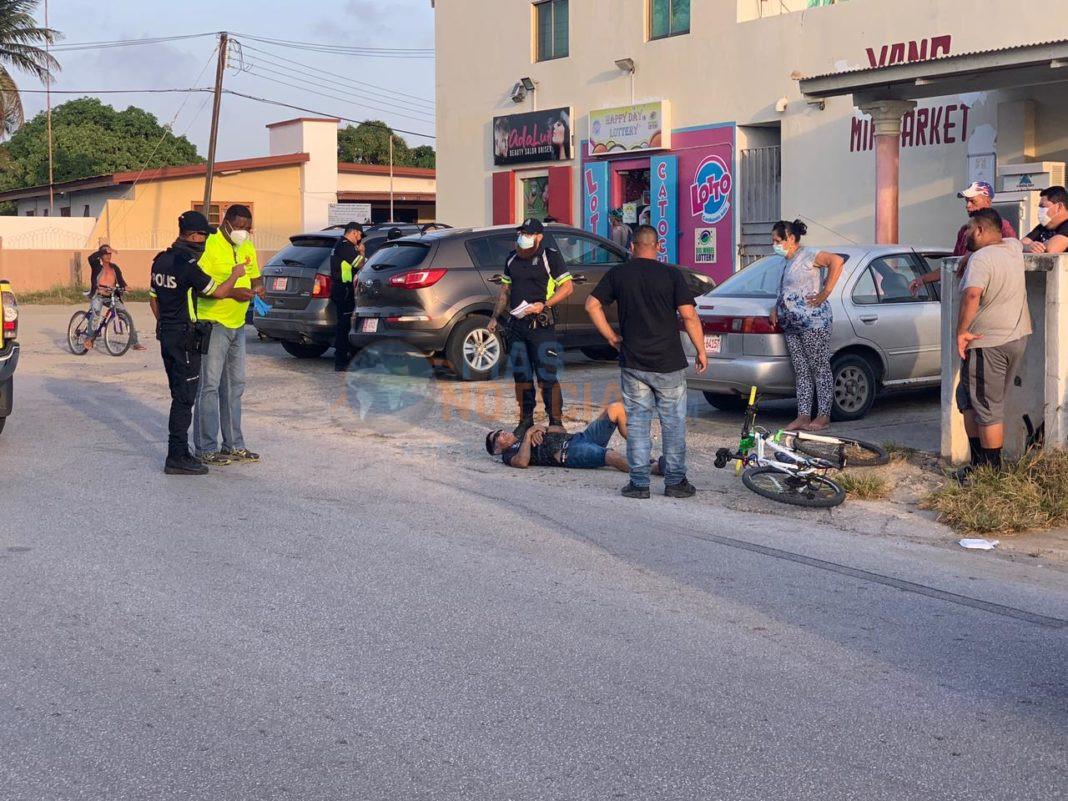 Ciclista alcansa pa auto na Savaneta