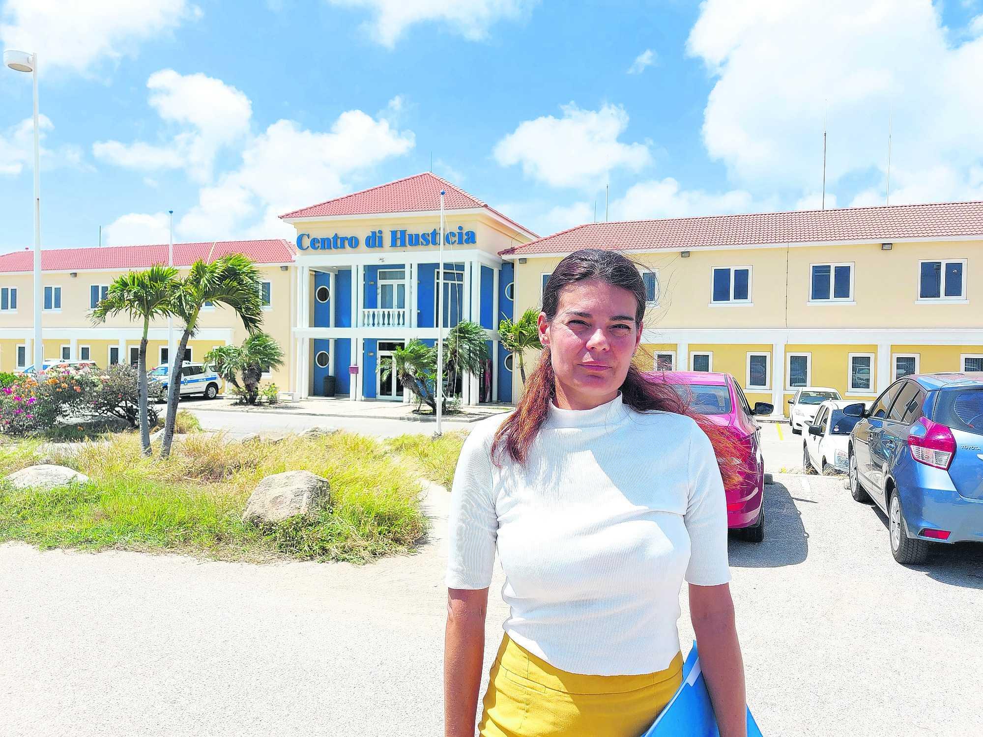 Sharina Henriquez: Wardando contesta di Polis riba su keho cu a wordo entrega mas di un aña caba