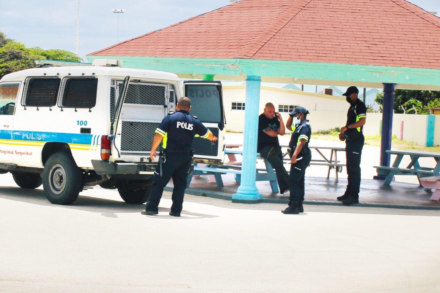 A bati alarma: Polis a detene tata burachi na scol