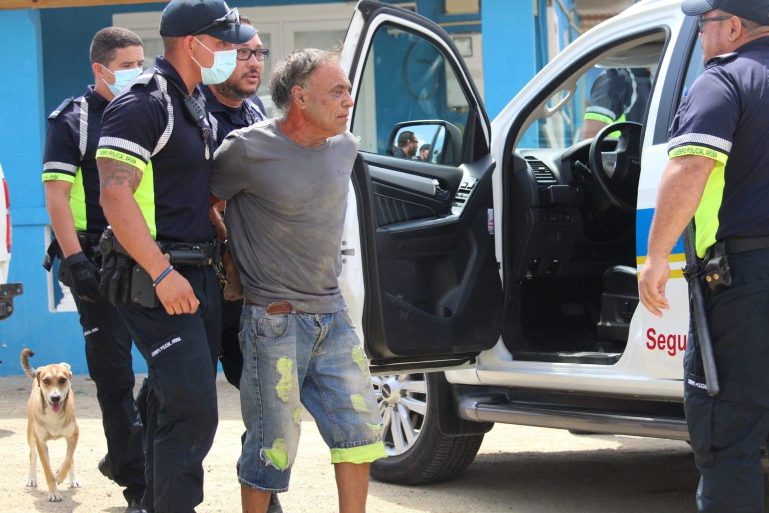 Polis ta pone man duro riba chauffeur di auto ilegal
