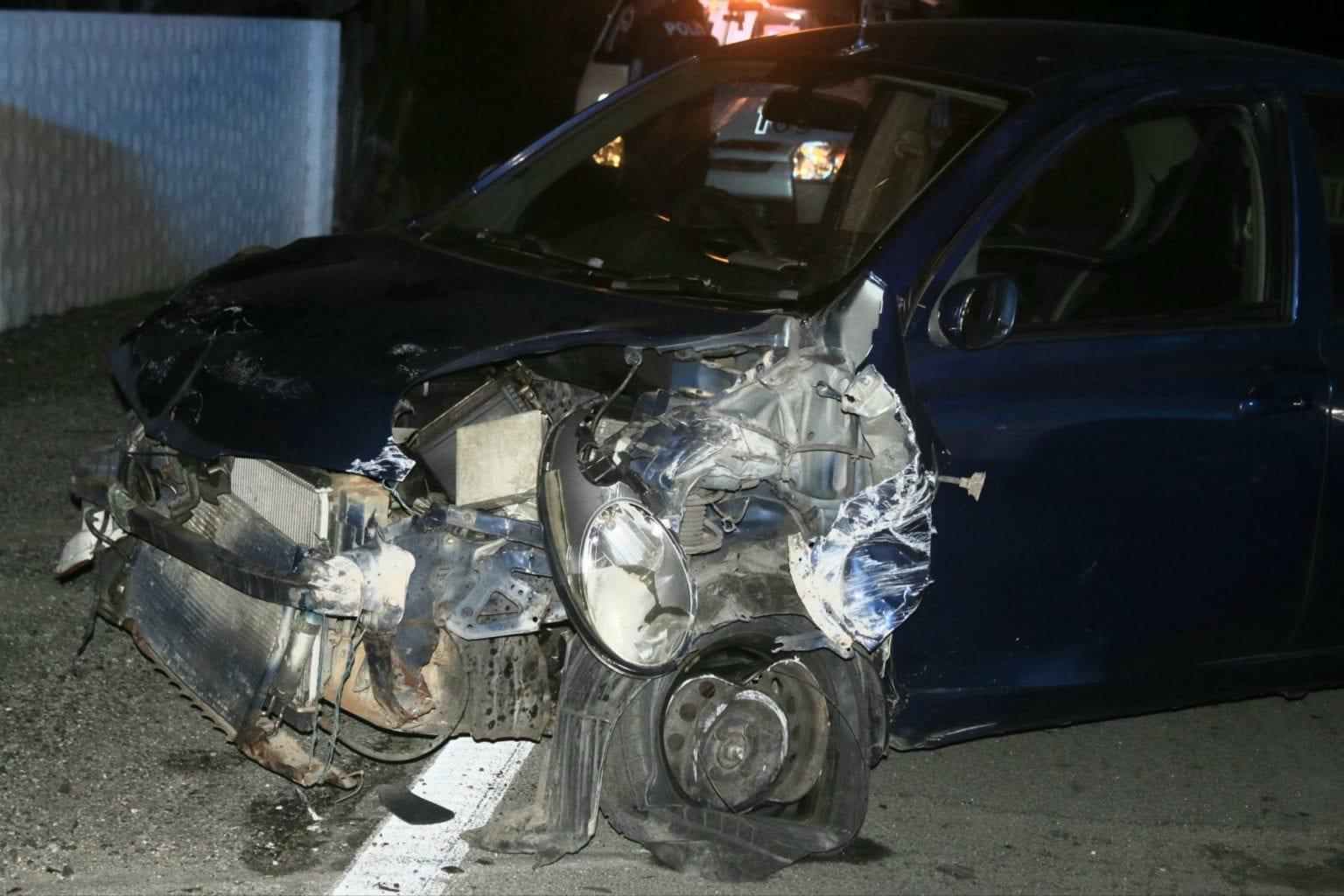 Chauffeur a perde control di auto y accidenta