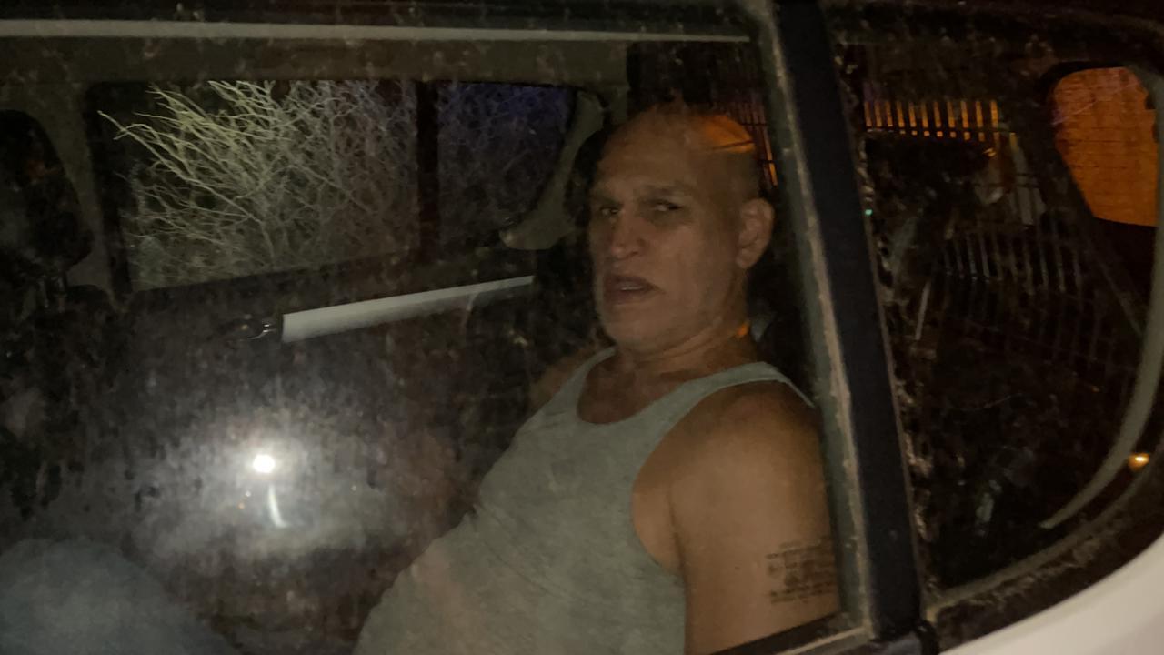 Chauffeur a dal contra borchi di trafico na Santa Cruz