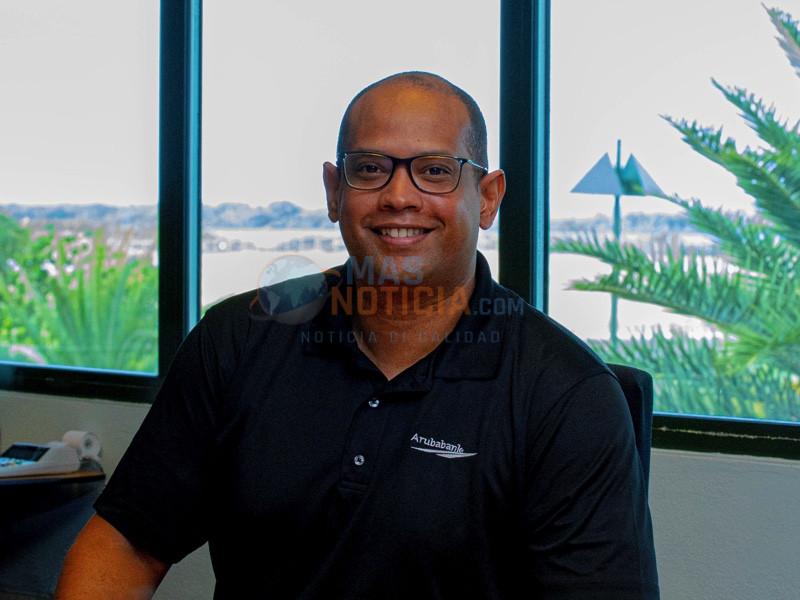 Aruba Bank ta reconoce su empleado superior pa luna di mei