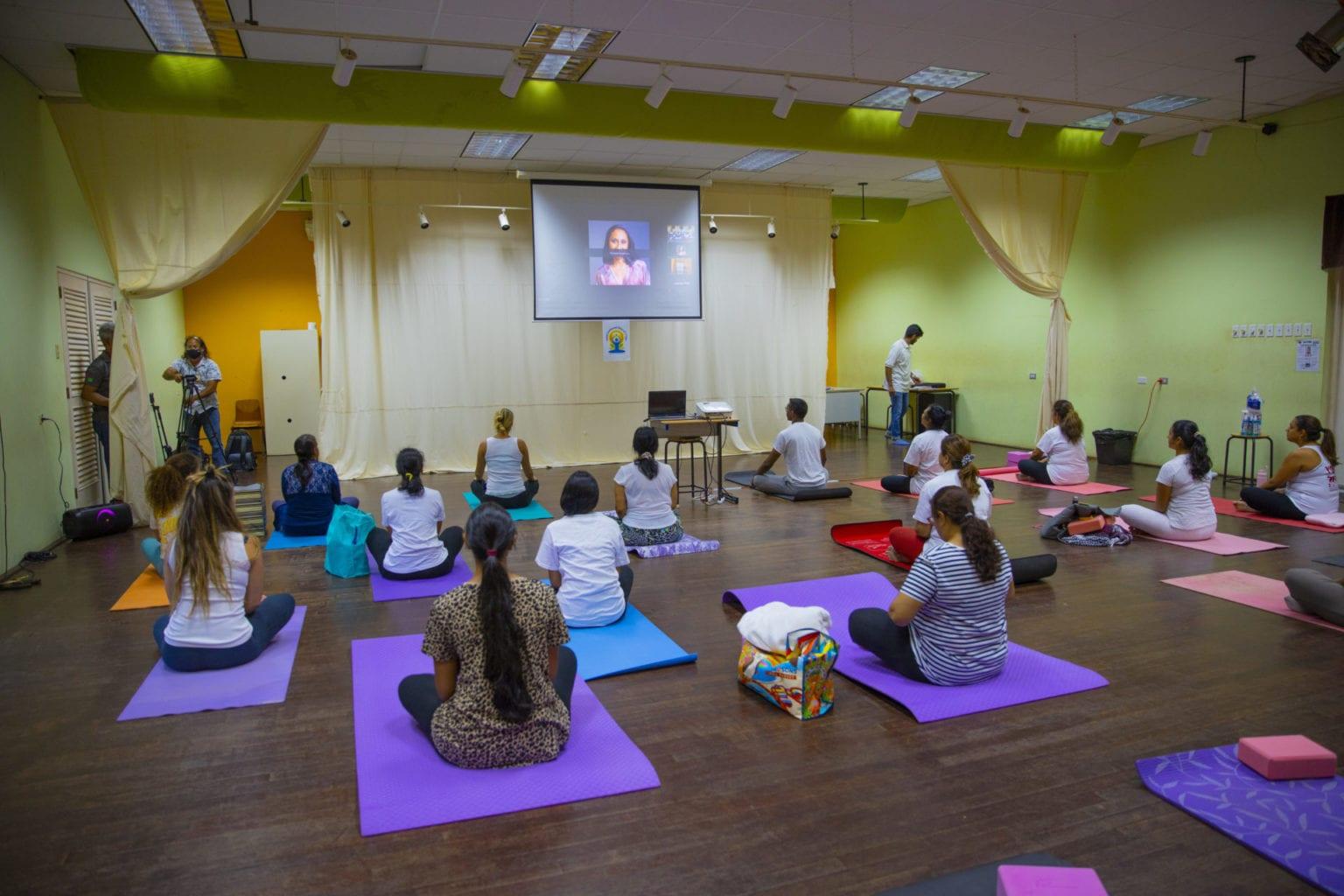 A celebra Dia Internacional di Yoga cu un sesion interactivo