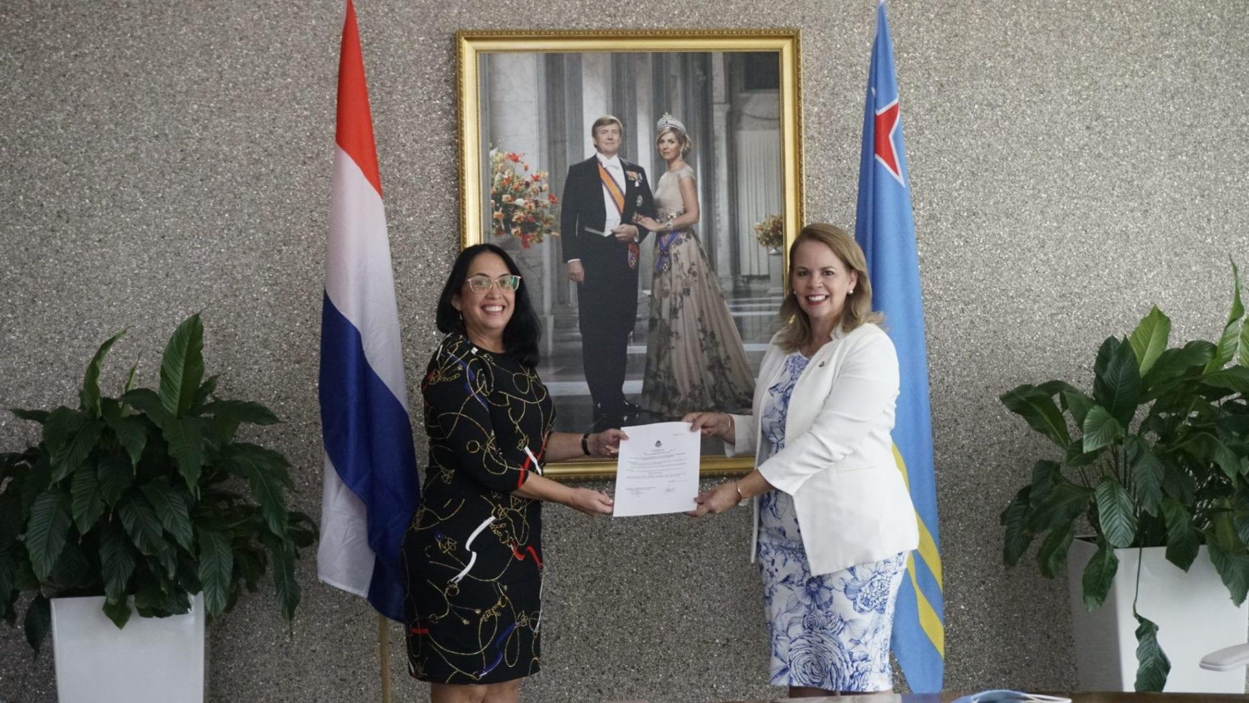 Prome Minister ta felicita Sra. mr. Olivia M. Trimon pa su 25 aña den servicio di gobierno