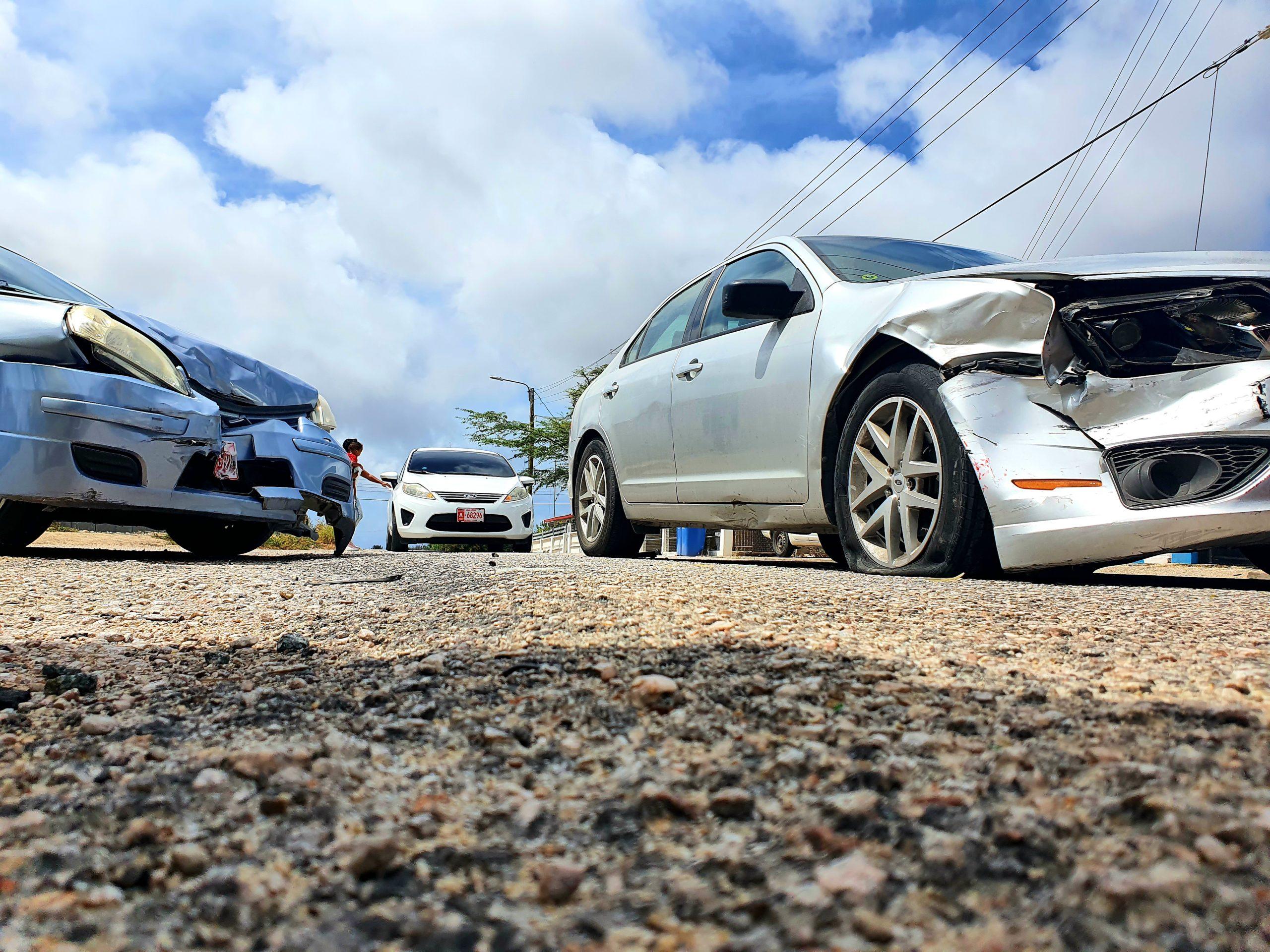 Pa falta di preferencia dos auto a accidenta