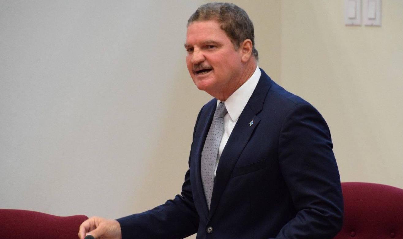 Mike Eman (AVP): Partidonan di coalicion kier evita debate