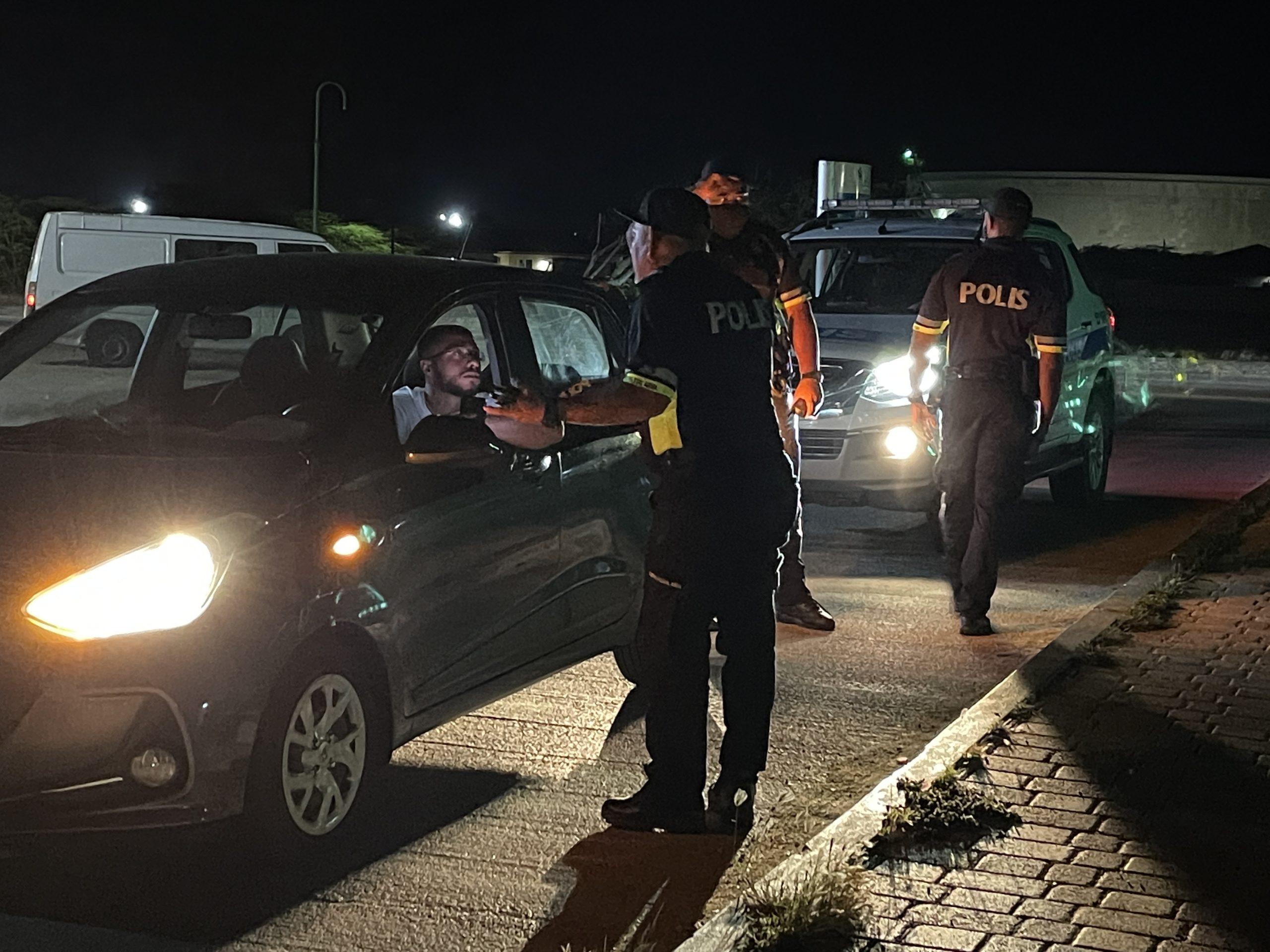 Persecucion sin rijbewijs a laga auto sin chauffeur