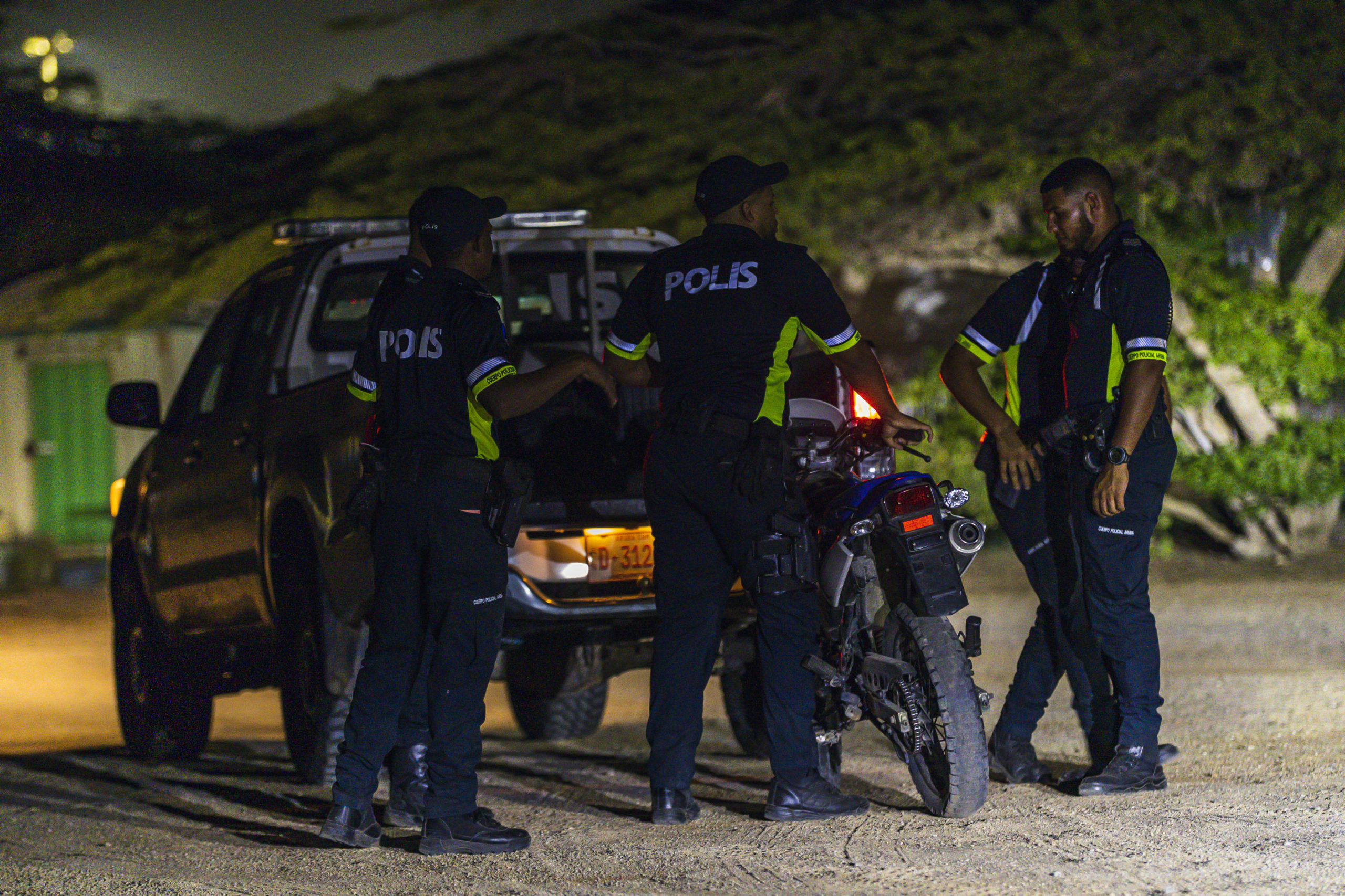 Tres detencion: Hobennan a bay scol diasabra pa huma marihuana