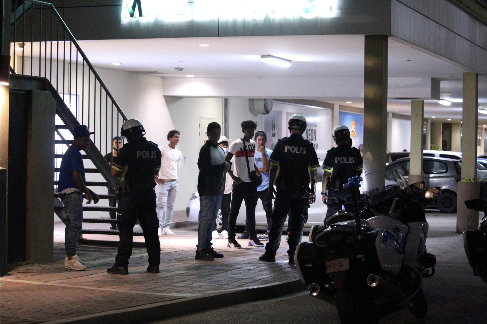 Grupo di hoben causando molester den Highrise area