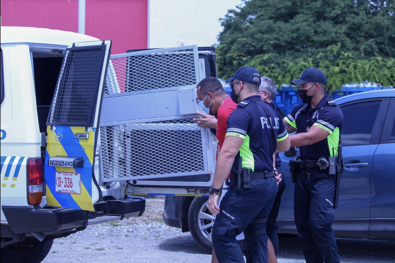 Persona busca pa Husticia: Detencion den area di Balashi